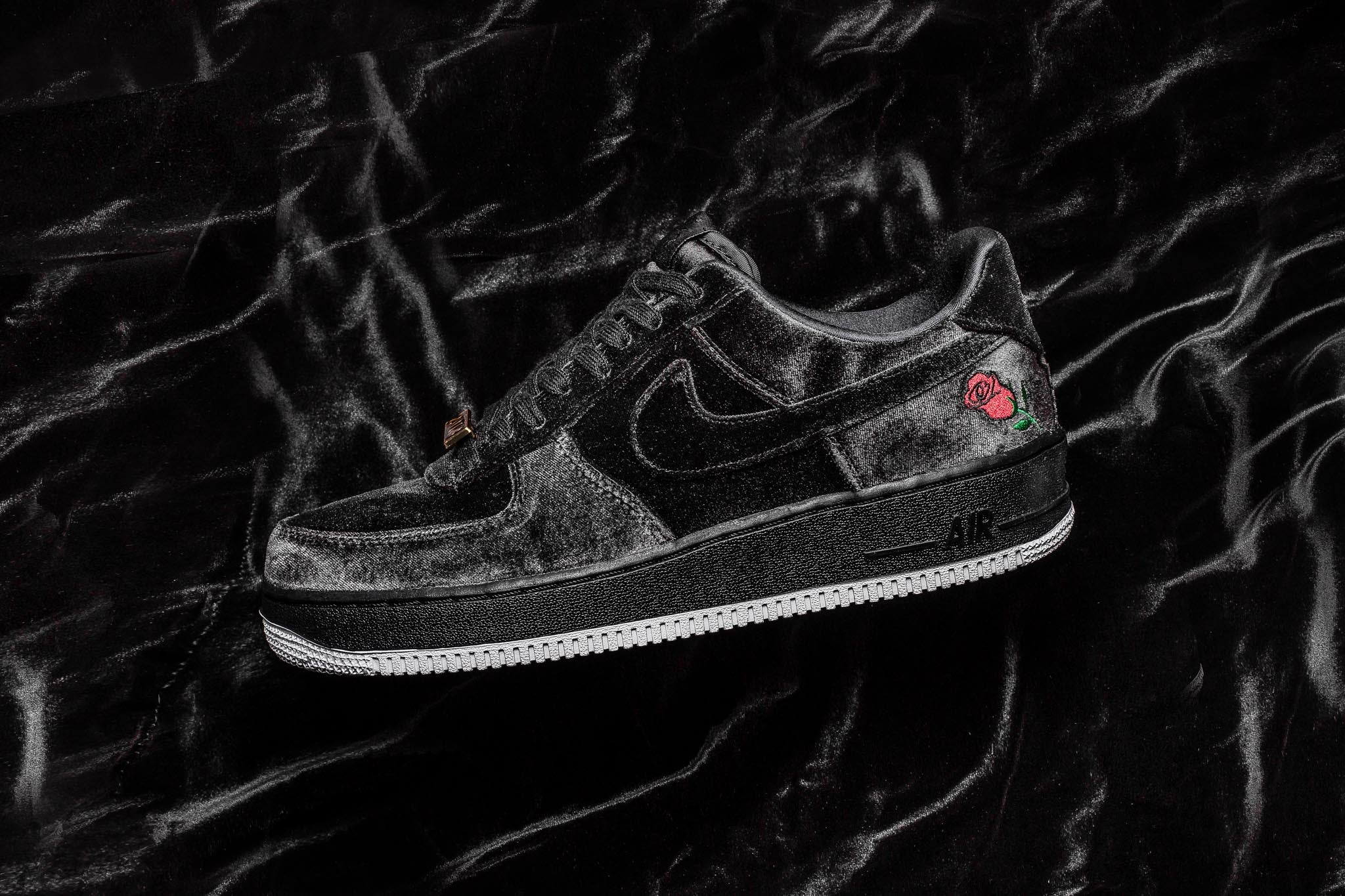 5641e4a9872b Nike Air Force 1 QS