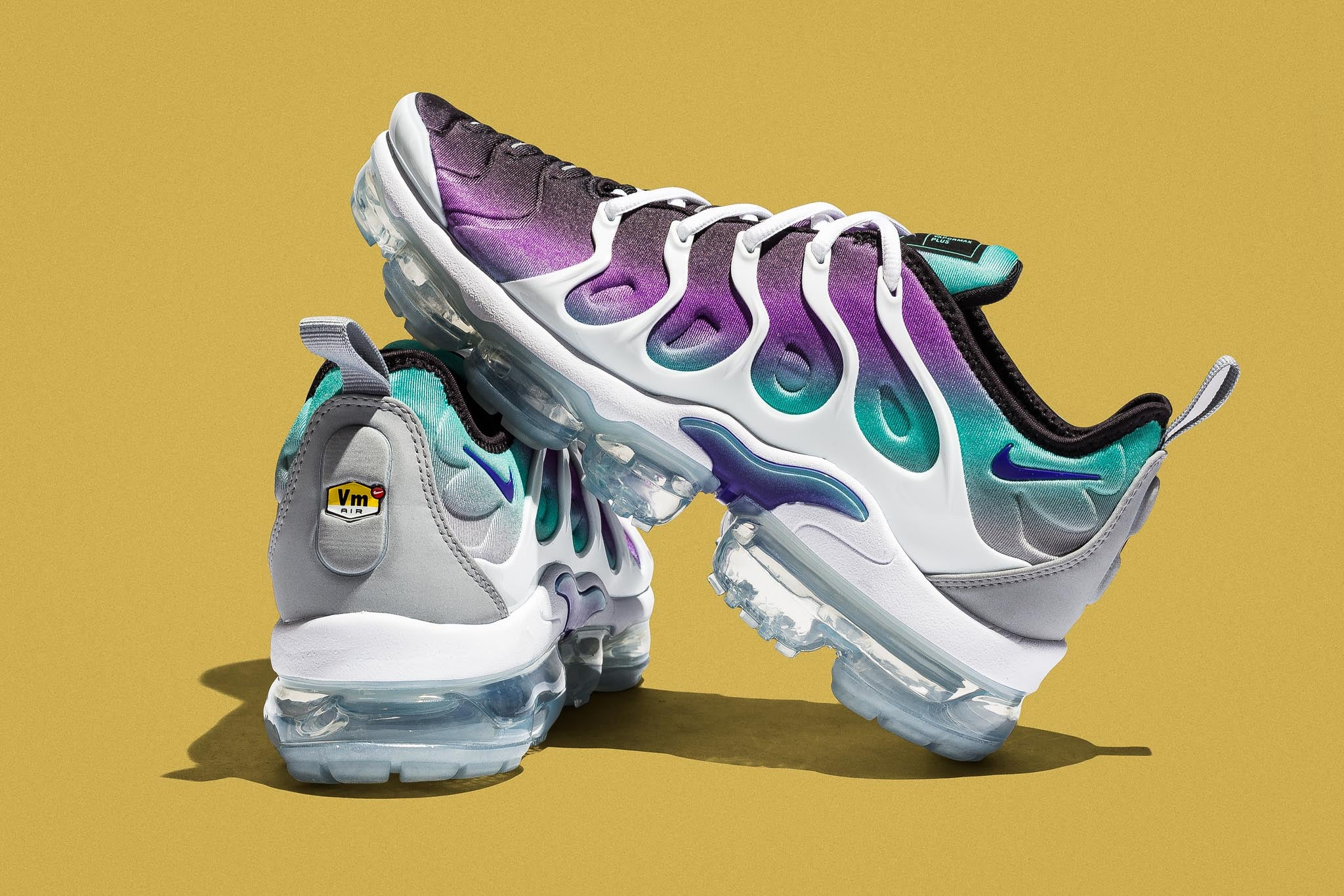 closer at store online here Air Vapormax Plus
