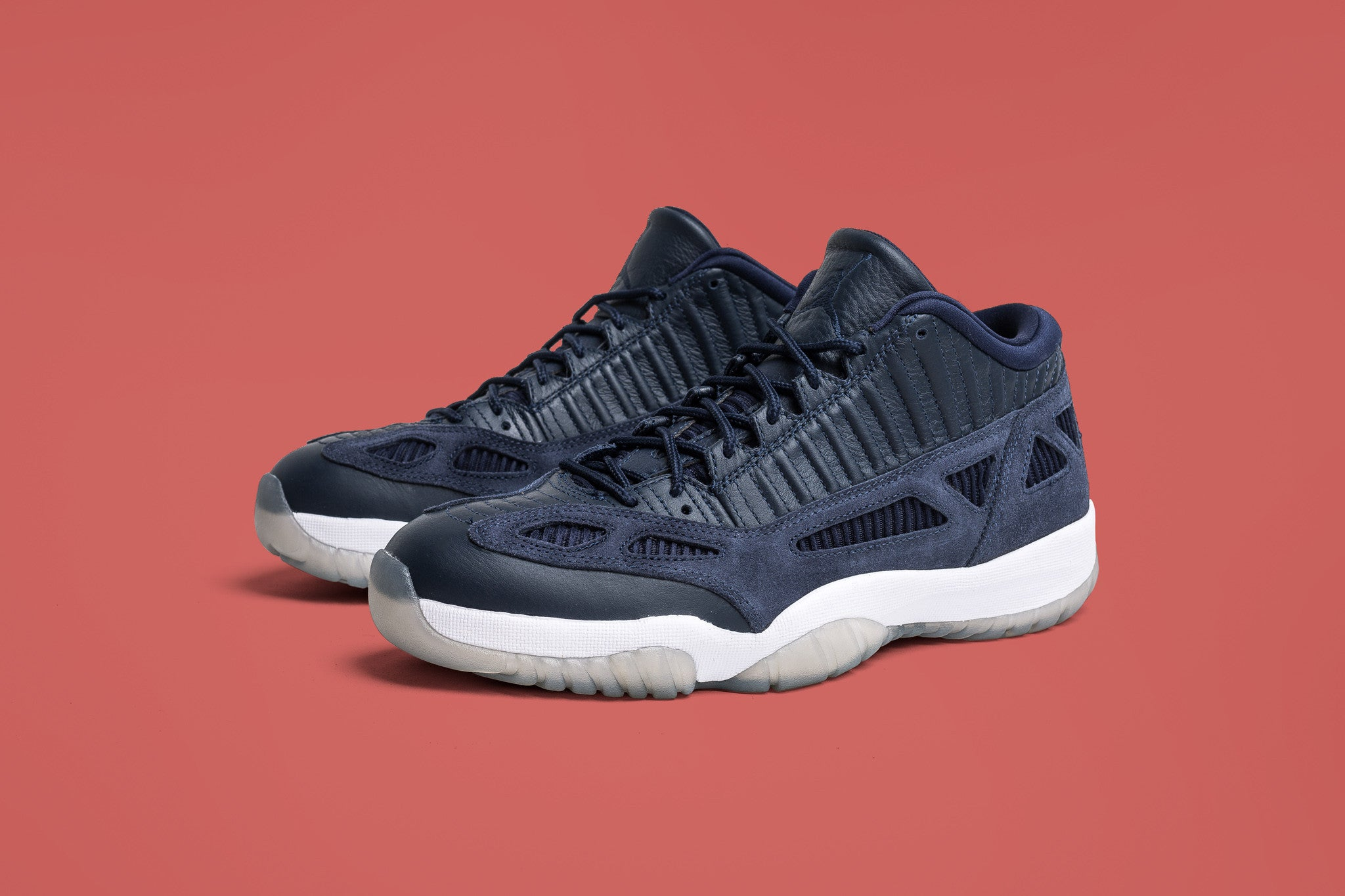 9270e9df26a3e4 ... sale air jordan 11 low ie midnight navy 07.29.17 eb6ec 3532d
