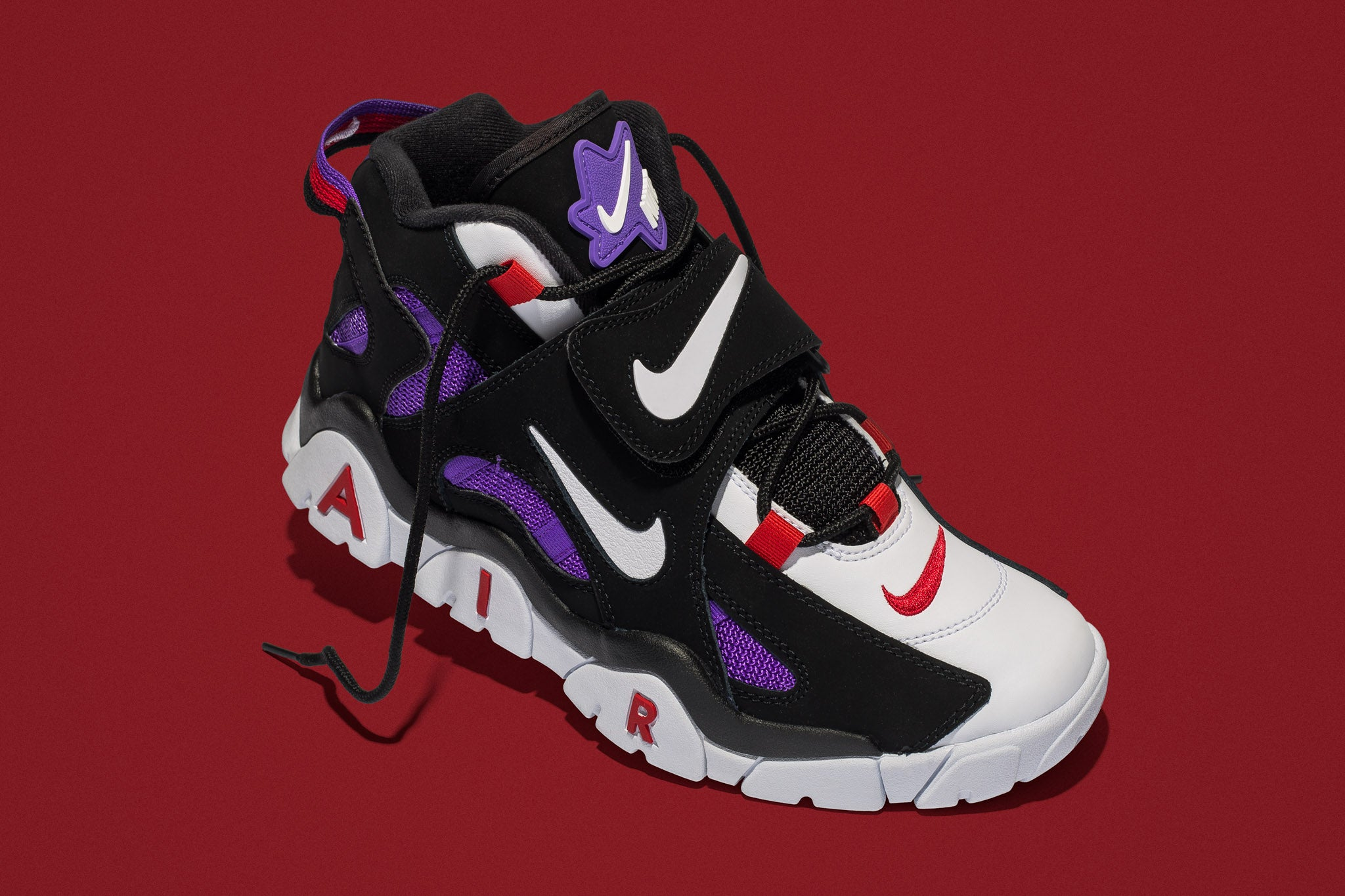 newest 76cc5 85906 Introduced as footwear targeted towards the NFL, the Nike Air Barrage Mid  QS shows similarities to the Air Max Uptempo with it s bulky yet  well-ventilated ...