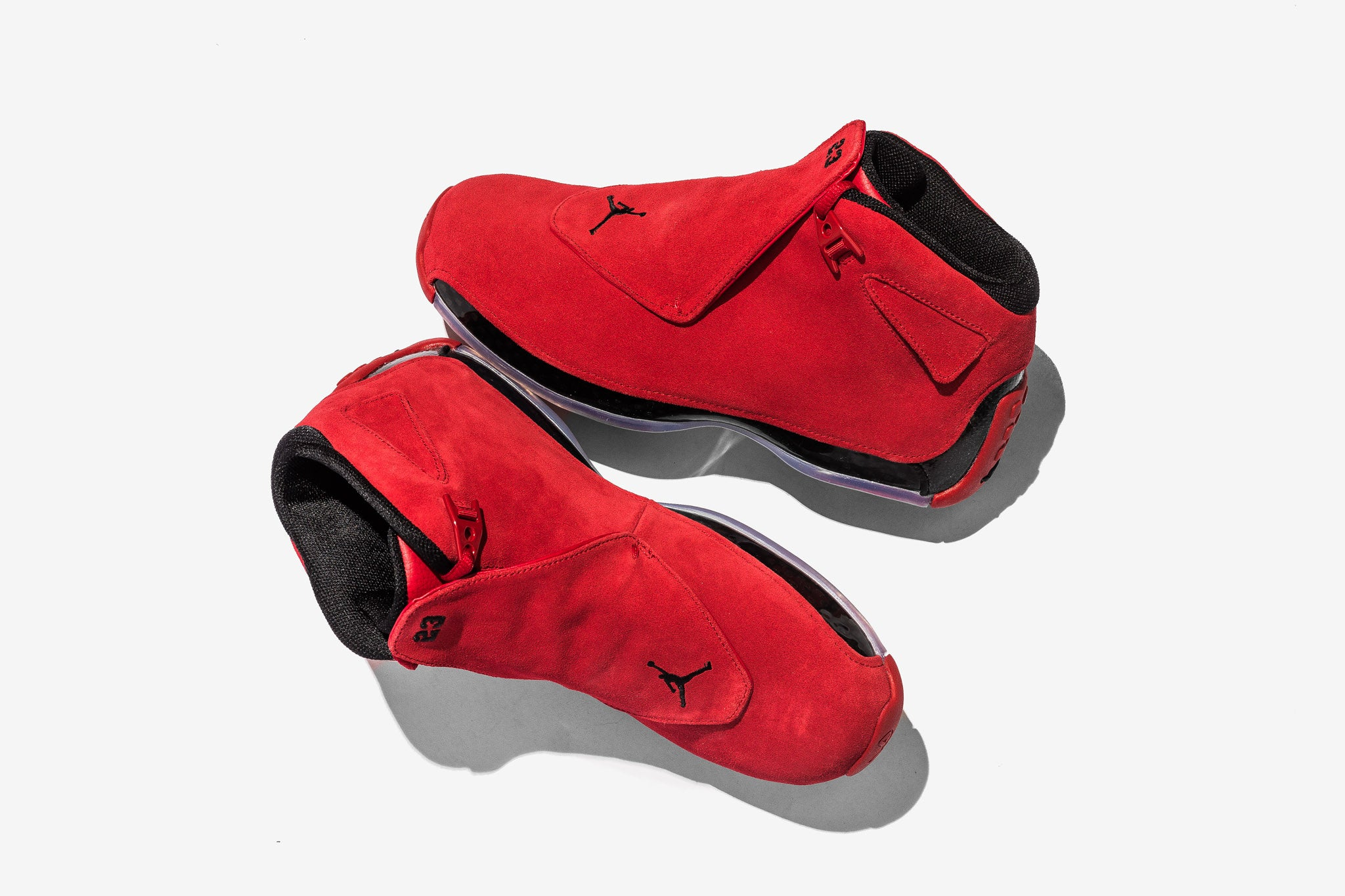 The Air Jordan 18 would be the last pair for MJ to lace up on the court before retiring in 2003. The Air Jordan 18 Retro revisits this chapter in the ...