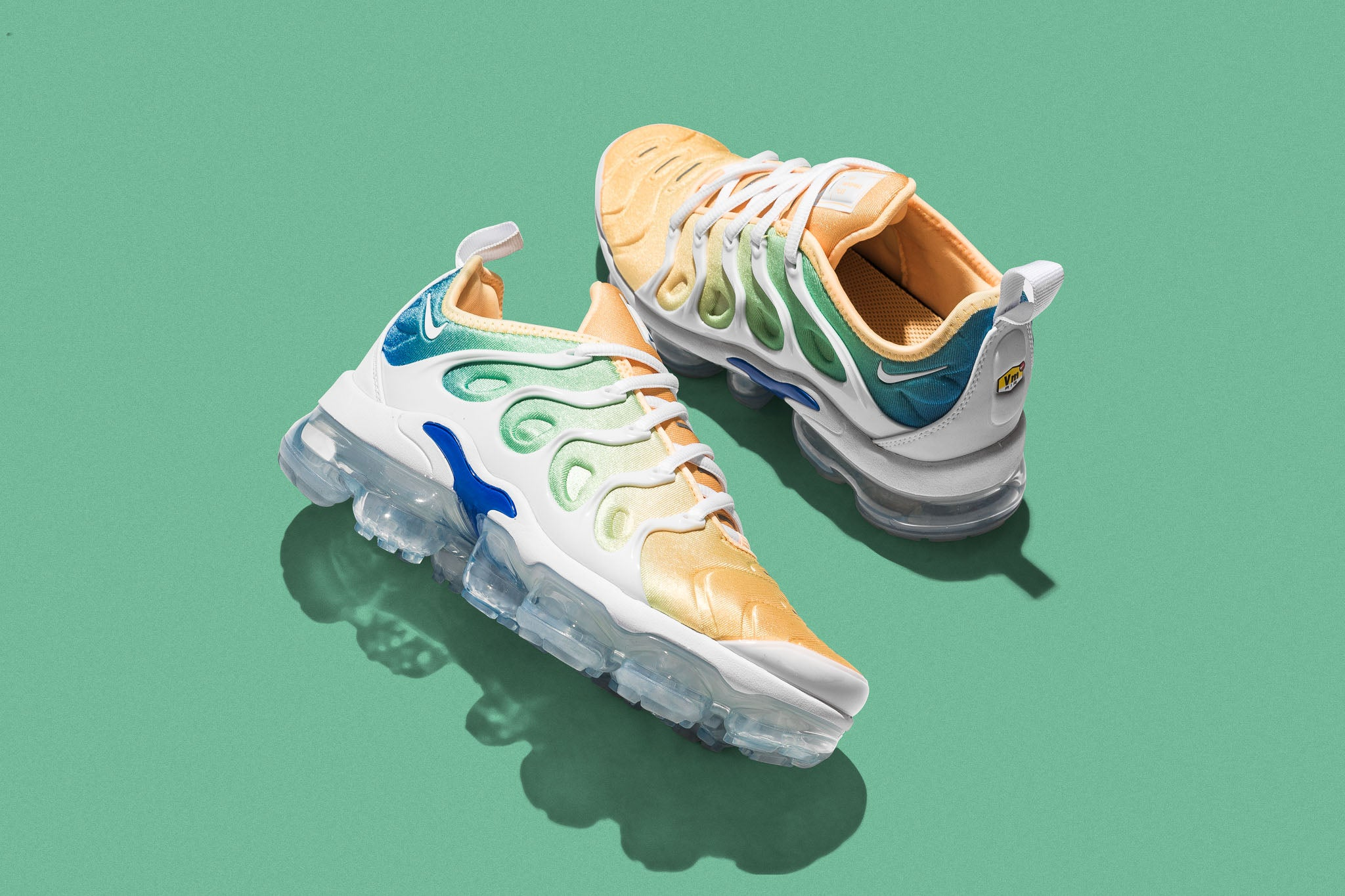 finest selection 0c1bb 009bc The Air Vapormax Plus combines both the Air Max Plus and VaporMax  technology for a striking silhouette that s sure to turn heads.