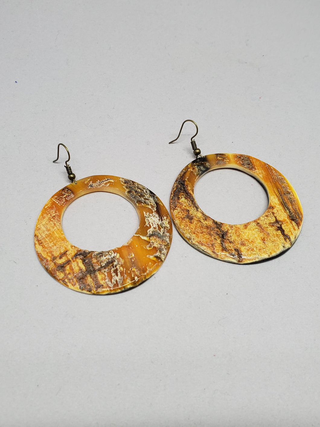 Creole Round Earring (horn)