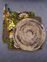 Load image into Gallery viewer, Rwandan Pot Holders & Hot Plate
