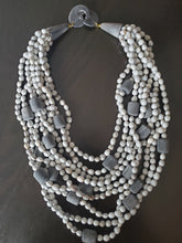Load image into Gallery viewer, Majok Queen Necklace
