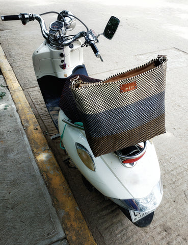 Picture of a scooter with a Messenger bag from Mavis by Herrera