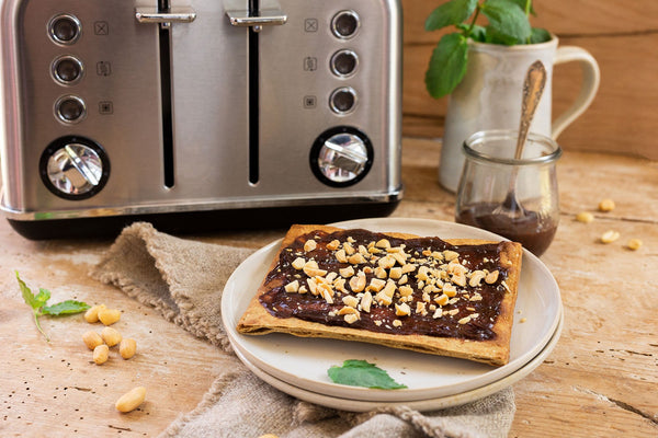 Lizza Toast with Chocolate and Peanuts spread