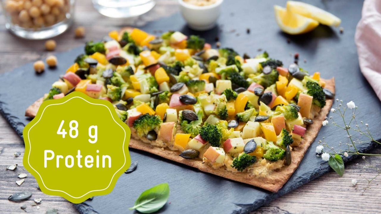 Protein pizza with broccoli and bell peppers