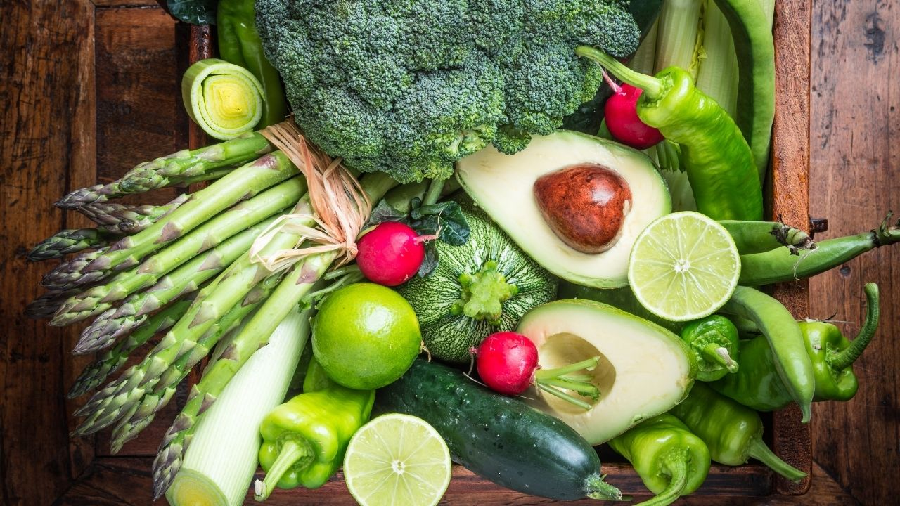 Low carb vegetables including asparagus, bell peppers, broccoli, radishes, celery, leeks, cucumber, and zucchini.