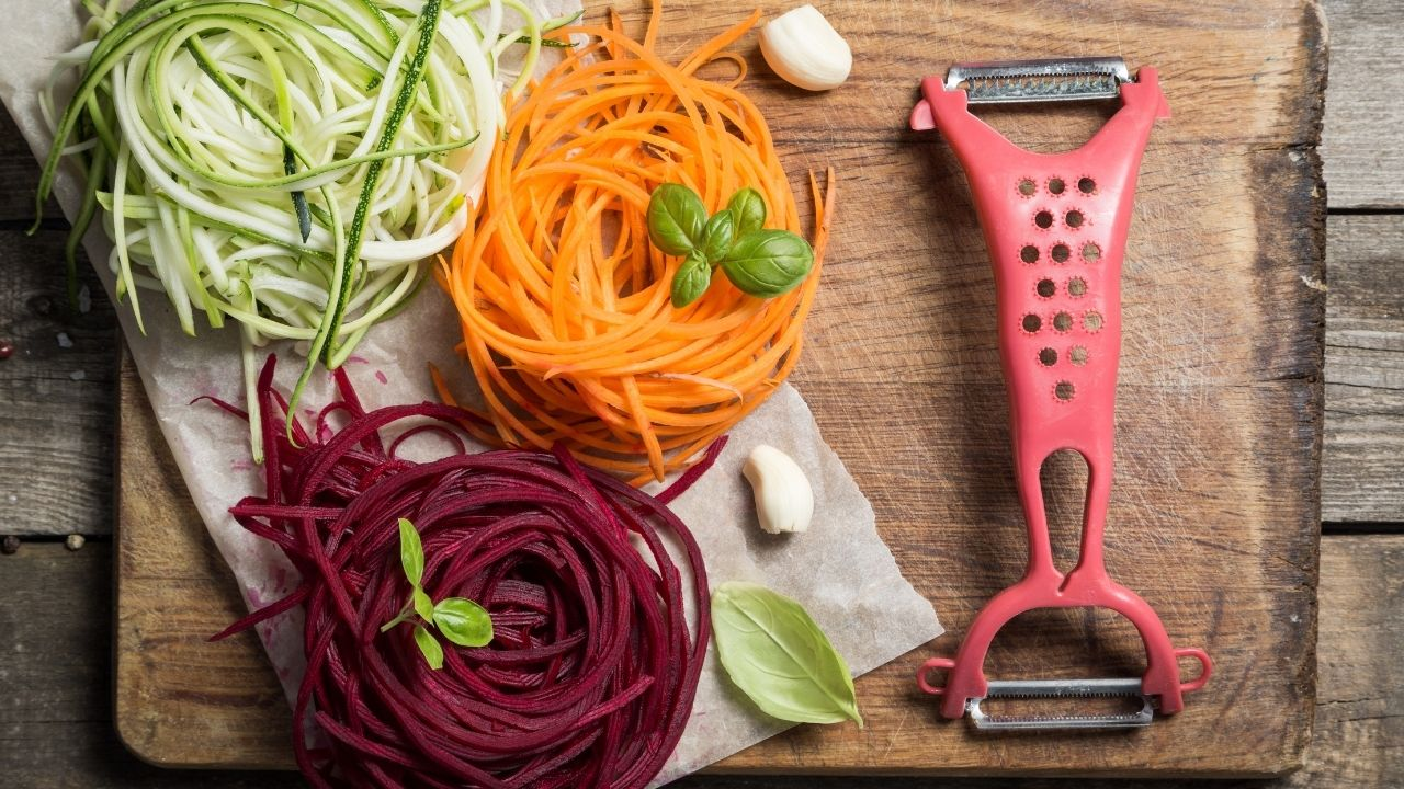 Zoodles and spiralized vegetable pasta from carrot and beets
