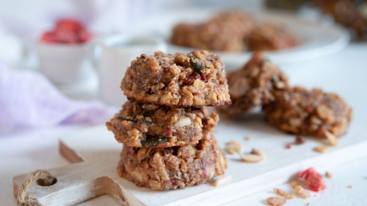 Home-made low carb muesli cookies