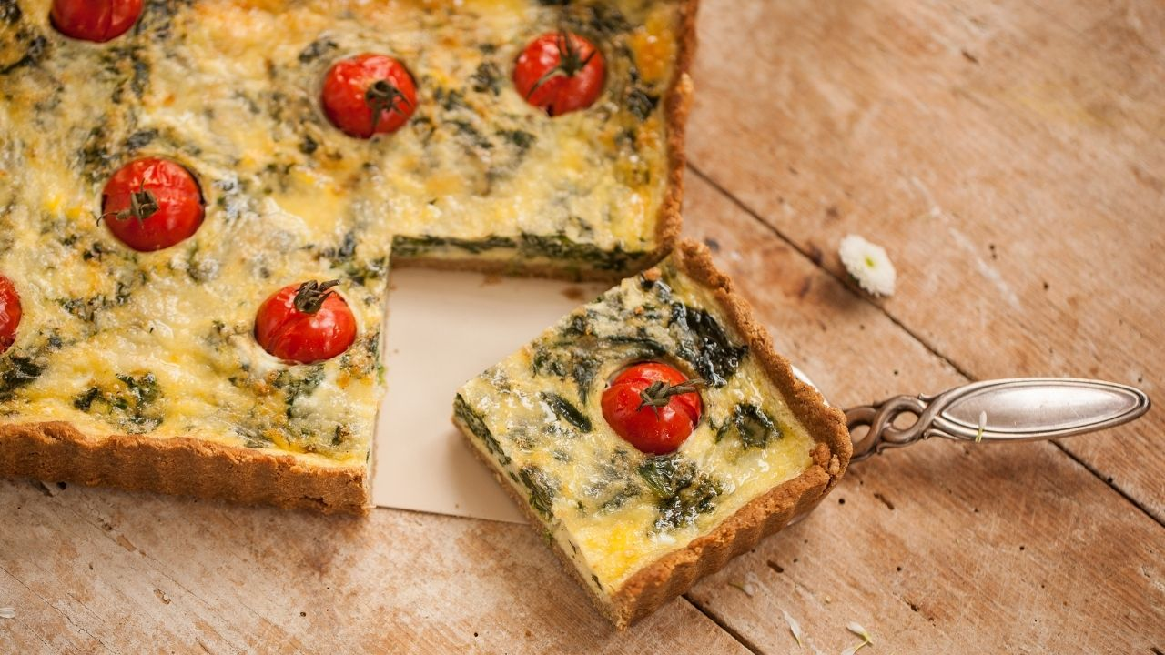 Spinach tart as a keto snack