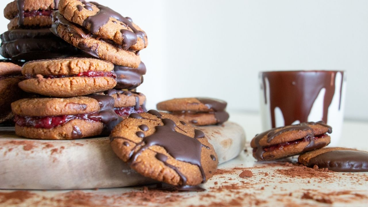 Low carb chocolate cookies snacks