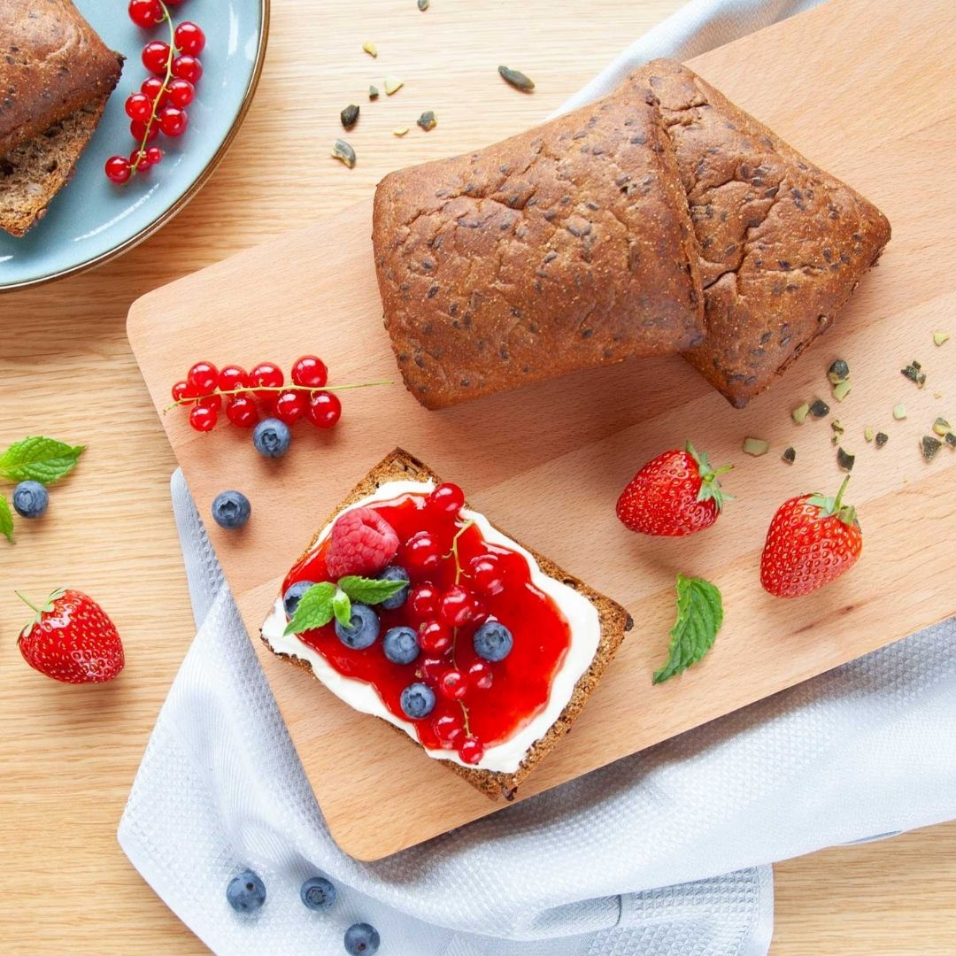 Bread made with flaxseed is rich in plant protein