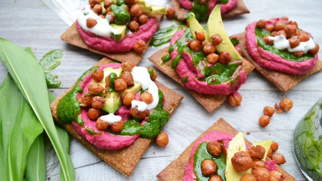 Lizza pieces with beetroot hummus recipe