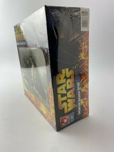 Load image into Gallery viewer, Star Wars Corporate Alliance Droid Model Building Kit 2005 ERTL AMT