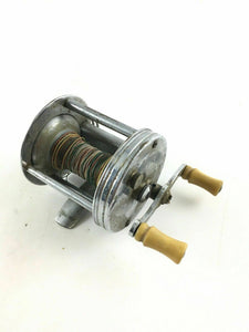 VINTAGE OLD FISHING REEL PFLUEGER TRUMP 1943 -4578
