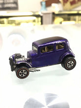 Load image into Gallery viewer, Hot wheels Redline Classic '32 Ford Vicky in beautiful Spectraflame purple- 8141