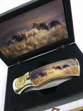 Load image into Gallery viewer, Horse And Wolf Collectors Knives 4730