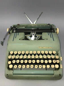 1955 SMITH CORONA SILENT SUPER SEAFOAM GREEN 5T PORTABLE TYPEWRITER - LOT 3458
