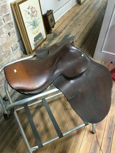 "Load image into Gallery viewer, Crosby Prix Des Nations 12.5"" Spring Seat English Tree Saddle - Lot 4190"