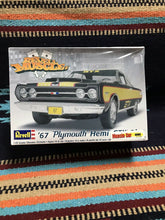Load image into Gallery viewer, 1:25 Scale '67 Plymouth Hemi GTX 2'n1 Model Kit - Skill 2 - Revell NIB-9016