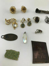 Load image into Gallery viewer, 15pcs ASSORTED COSTUME JEWELRY INCLUDING PENDANTS, EARRINGS, RINGS - LOT 3065