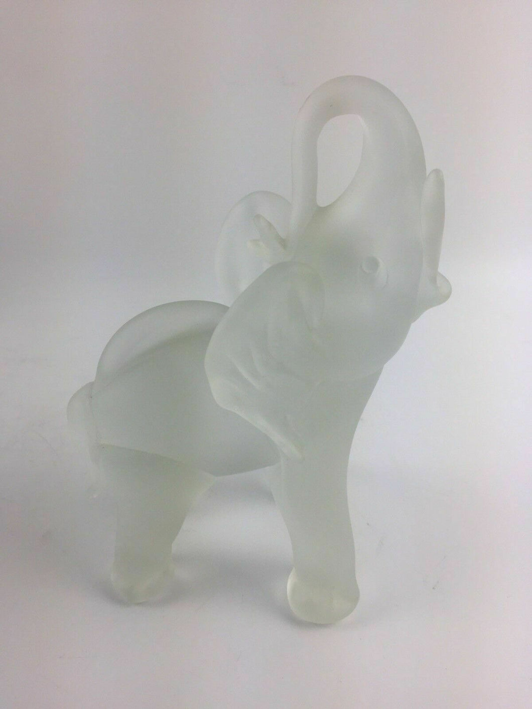 Vintage Frosted Elephant Figurine - lot 1334