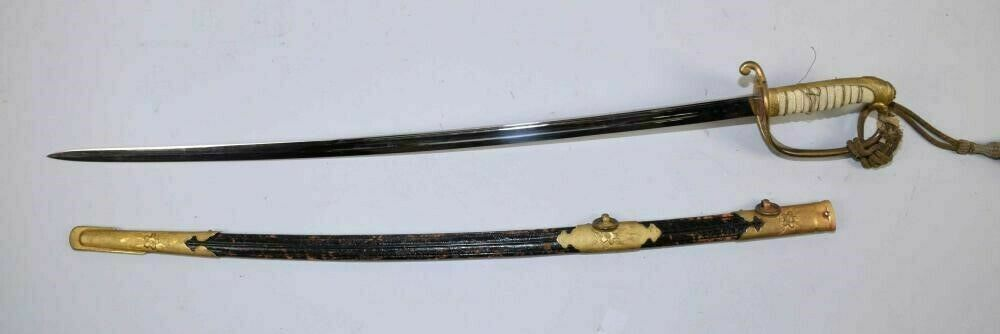 ANTIQUE JAPANESE KYU GUNTO SWORD WITH SCABBARD -  lot 3041