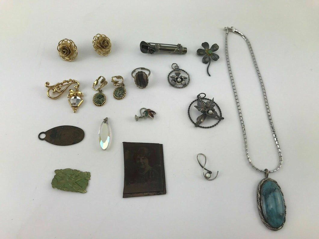 15pcs ASSORTED COSTUME JEWELRY INCLUDING PENDANTS, EARRINGS, RINGS - LOT 3065