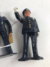 Load image into Gallery viewer, Vintge Lead Barclay Officer Figures (2)- 5752
