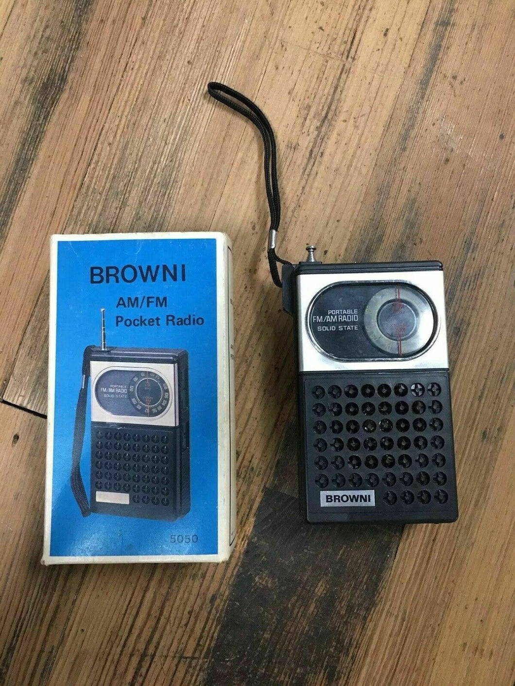 Brownie AM/FM Pocket Radio 5050 - Lot 4194