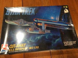 Star Trek .U.S.S. ENTERPRISE NCC-1701 CUT-AWAY