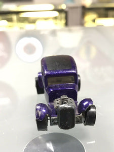 Hot wheels Redline Classic '32 Ford Vicky in beautiful Spectraflame purple- 8141