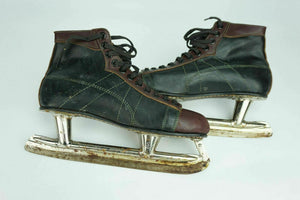 VINTAGE CCM HOCKEY SKATES - LOT 2838