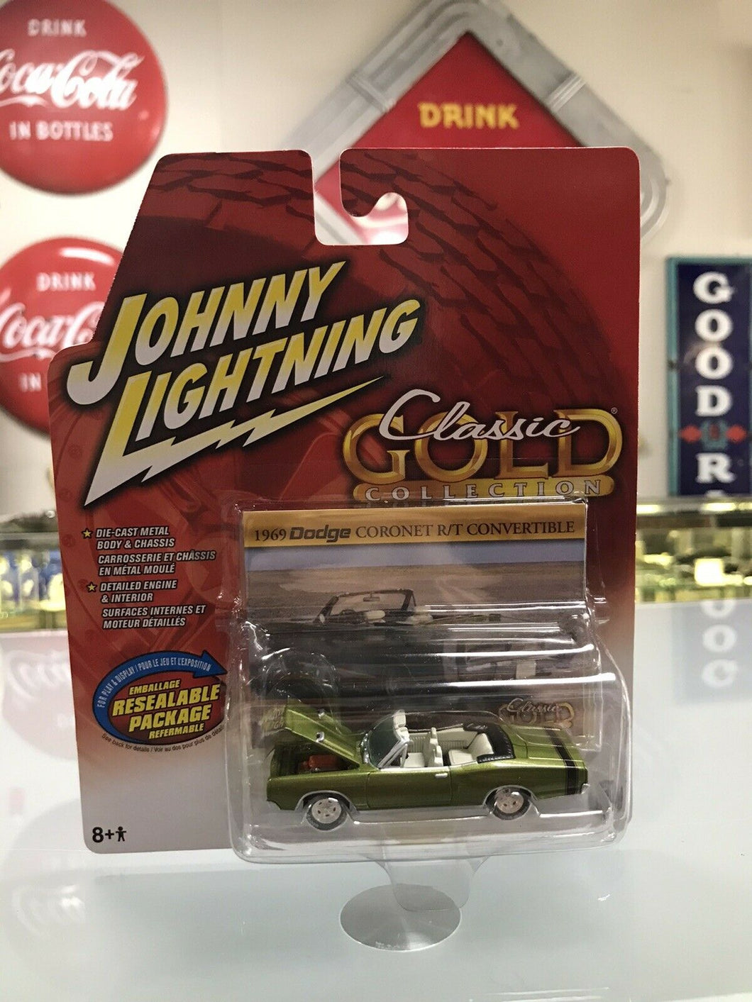 1969 dodge coronet RT convertible green Johnny lightning classic gold 2005 -8172