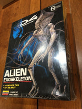 Load image into Gallery viewer, Lindberg Independence Day Alien Exoskeleton 1/10 Scale Model Kit 1996 SEALED