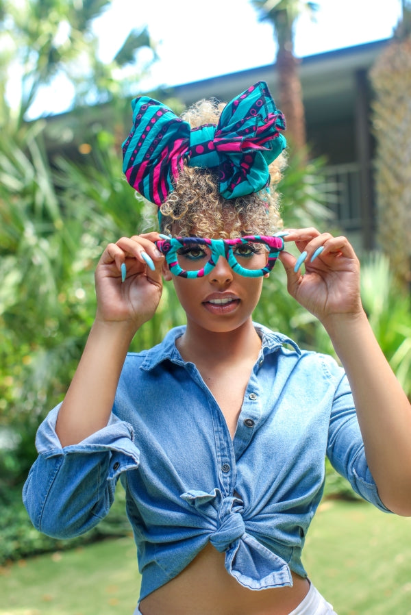 Woman wearing the African accessories