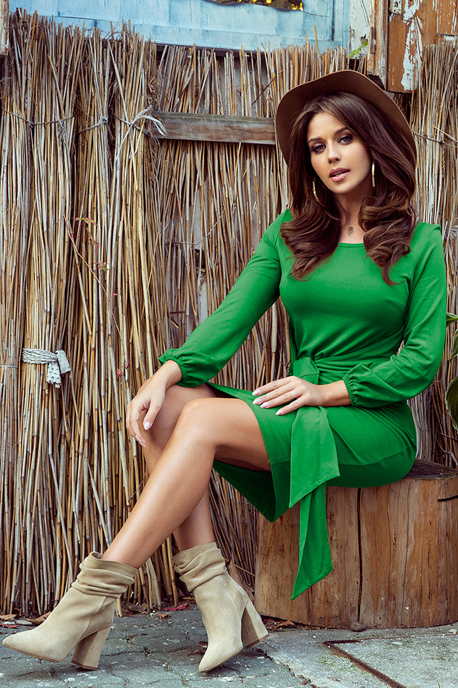 Comfortable Green Dress with Binding at the Waist 1181621
