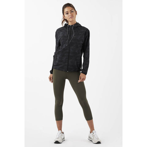womens-outdoor-trainer-shell-vw501_black-camo