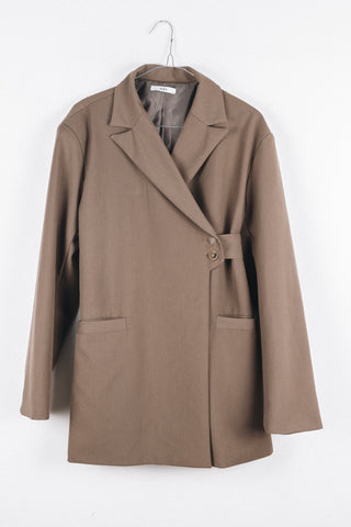 BELTED BLAZER IN LIGHT BROWN