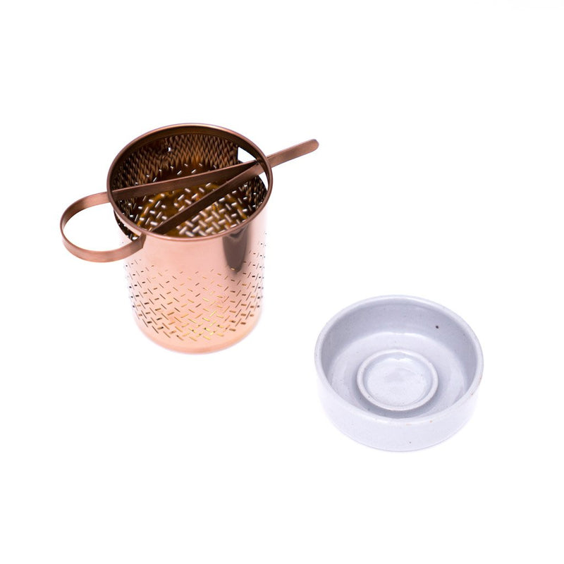 Basket Strainer  A stainless steel strainer with a matching ceramic coaster. Tea Accessoires Paper & Tea