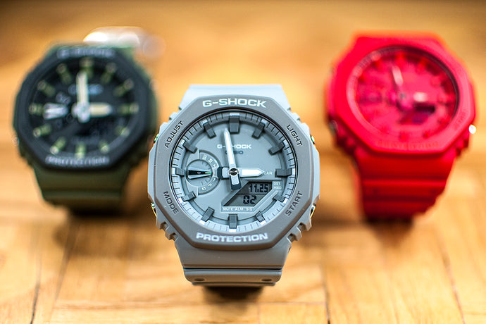 Hands-on with the new gray Casioak, plus the all red and updates on the market. Casio G-Shock GA2110ET-8A Mini Review