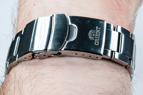 Orient Triton Neptune Star Diver Watch review comparison 200m Blue RA-EL0002L00A RE-AU0302L00B bracelet clasp