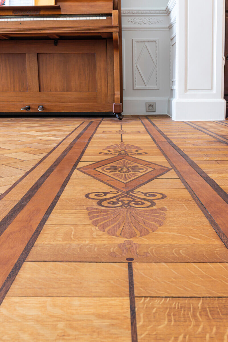 Hardwoof floor inlay finished with Oil Plus 2C from Rubio Monocoat.
