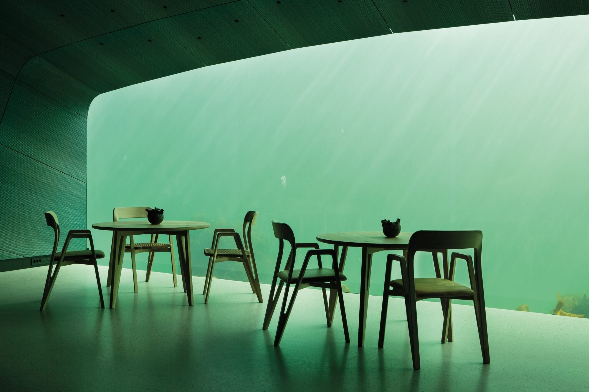 Restaurant tables in a dining room under a lake.