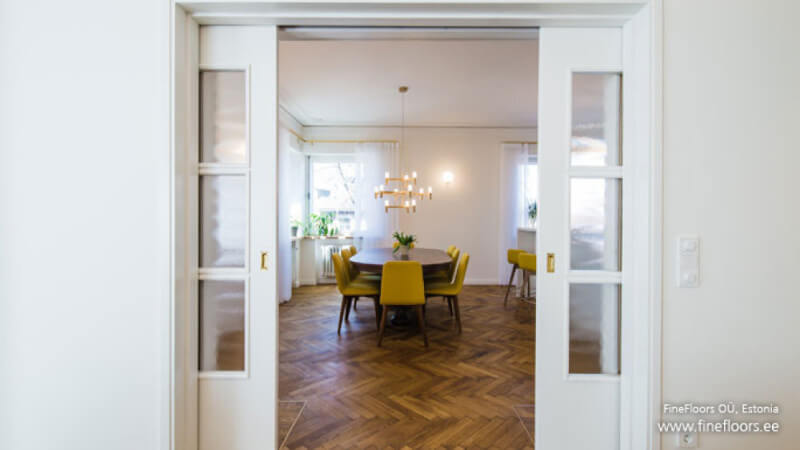 Dining room with herringbone floors finished with Oil Plus 2C.