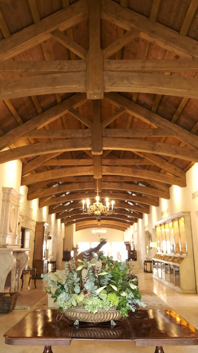 Exposed cathedral style ceiling beams.