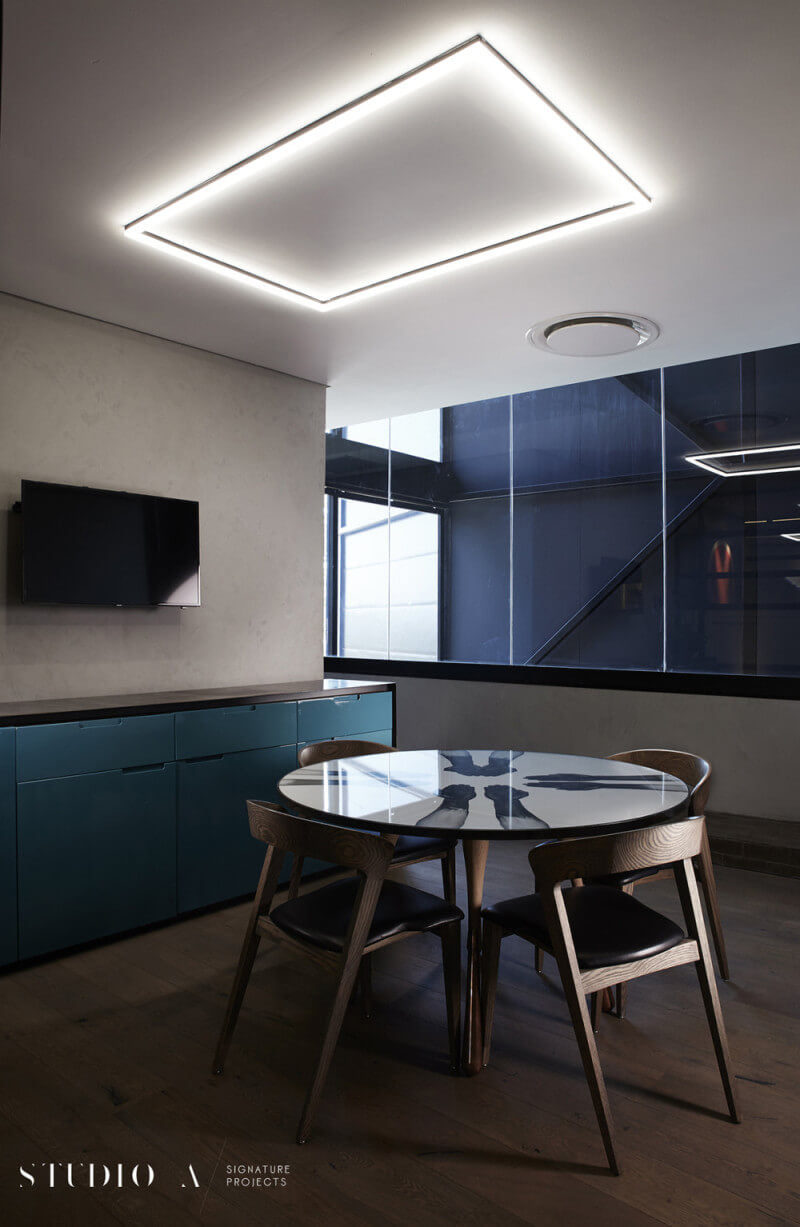 Mesh Club in Rosebank, South Africa features oak wood finished with Rubio Monocoat.