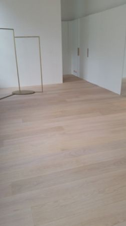 Rubio Monocoat brings the beauty out of this oak wood floor.